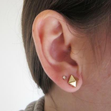 Gold Pyramid Stud Earrings Small G